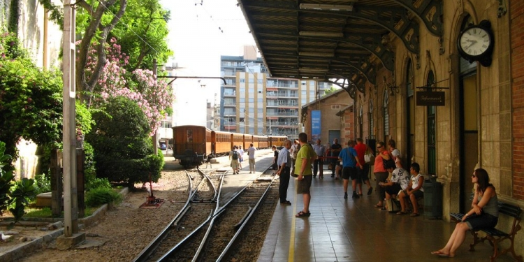 Palma-Bahnhof-Roter-Blitz