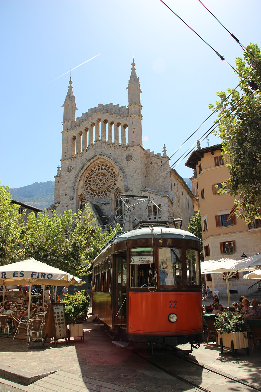 Mallorca-Soller-Kirche-Roter-Blitz