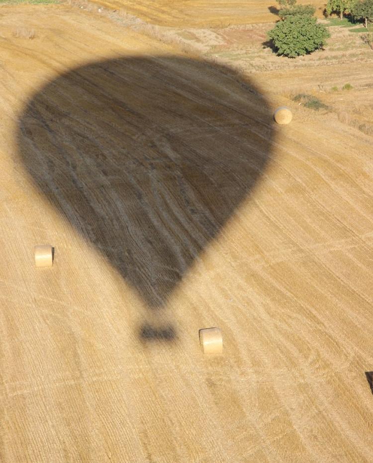 Mallorca-Heissluftballon-Petra-Schatten-Feld