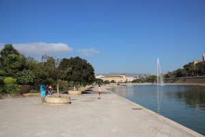 Mallorca-Palma-Parc-de-la-Mar-Touristen-300x200