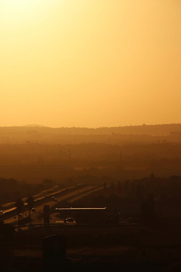 Mallorca-Petra-Sonnenaufgang-Auto-Autobahn