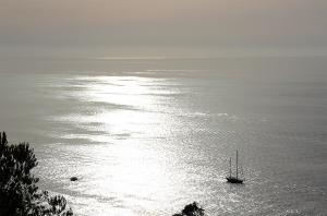 Mallorca-Port-de-Soller-Meer-Sonnenuntergang-Boot-300x198