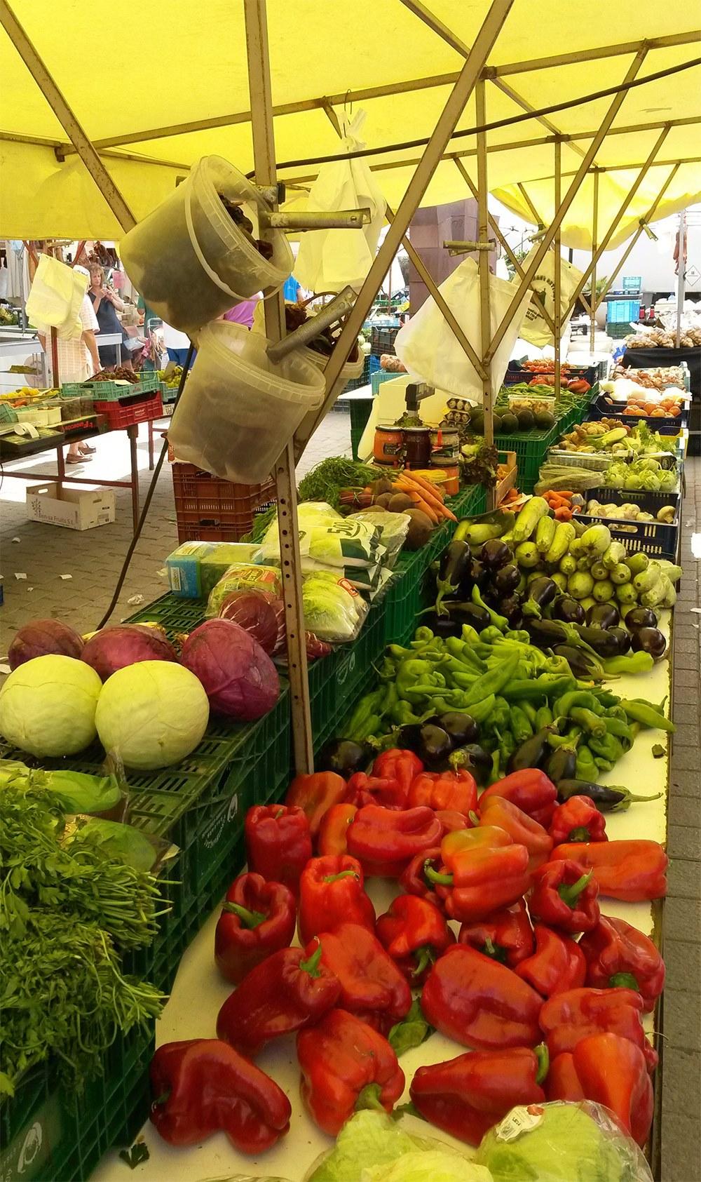 Mallorca-Capdepera-Wochenmarkt-Obst-Gemuese