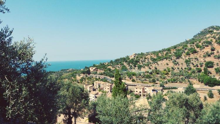 Mallorca-Deia-Haeuser-Meer-2