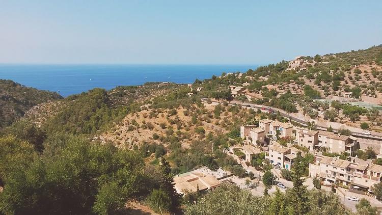 Mallorca-Deia-Haeuser-Meer