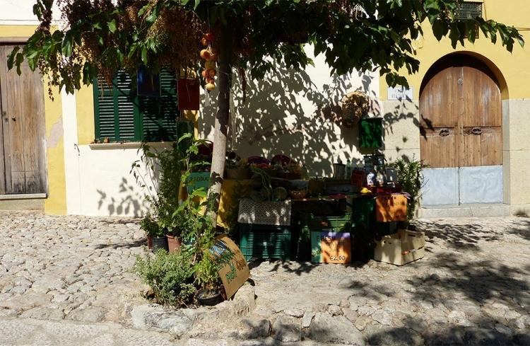Mallorca-Deia-Markt-Gemuese-Schatten
