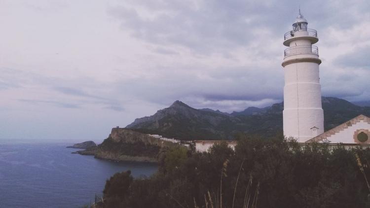 Mallorca-Port-de-Soller-Leuchtturm-Abend-Meer