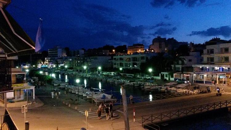 Mallorca-Porto-Cristo-Hafen-Nacht-Fluss