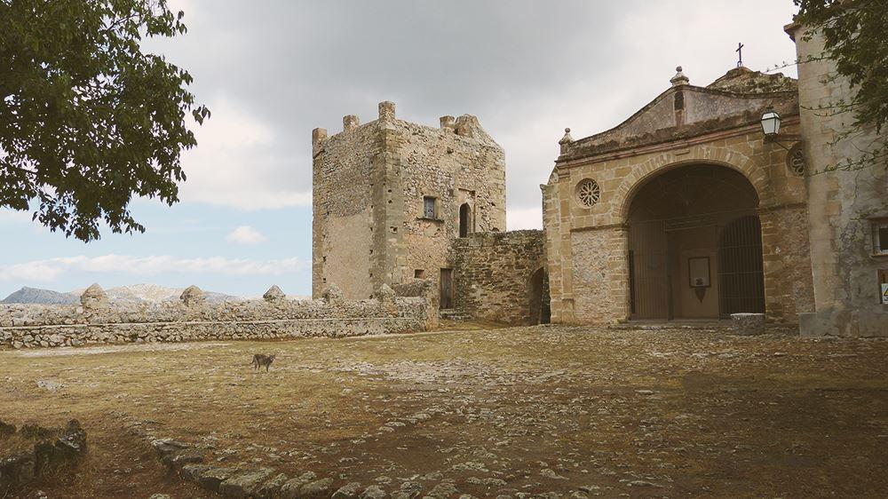 Mallorca-Puig-de-Maria-Katze-Kirche-Eingang