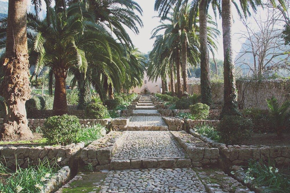 Mallorca-Arabische-Gaerten-Alfabia-Weg-Treppe