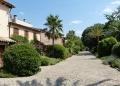 Mallorca-Biniagual-Weg-Haeuser-Pflanzen-120x86