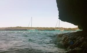Mallorca-Cala-Varques-Meer-Boote-Sonnenschein-300x185