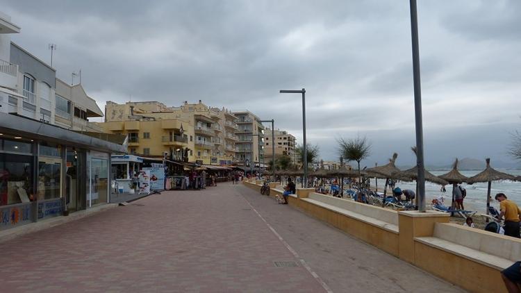 Mallorca-Can-Picafort-Strand-Promenade-Schlechtes-Wetter