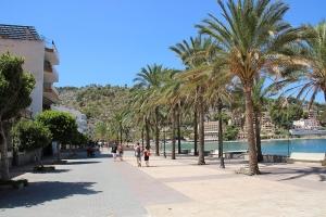 Mallorca-Port-de-Soller-Promenade-300x200
