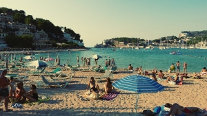 Mallorca-Port-de-Soller-Strand-Meer-Touristen-300x169