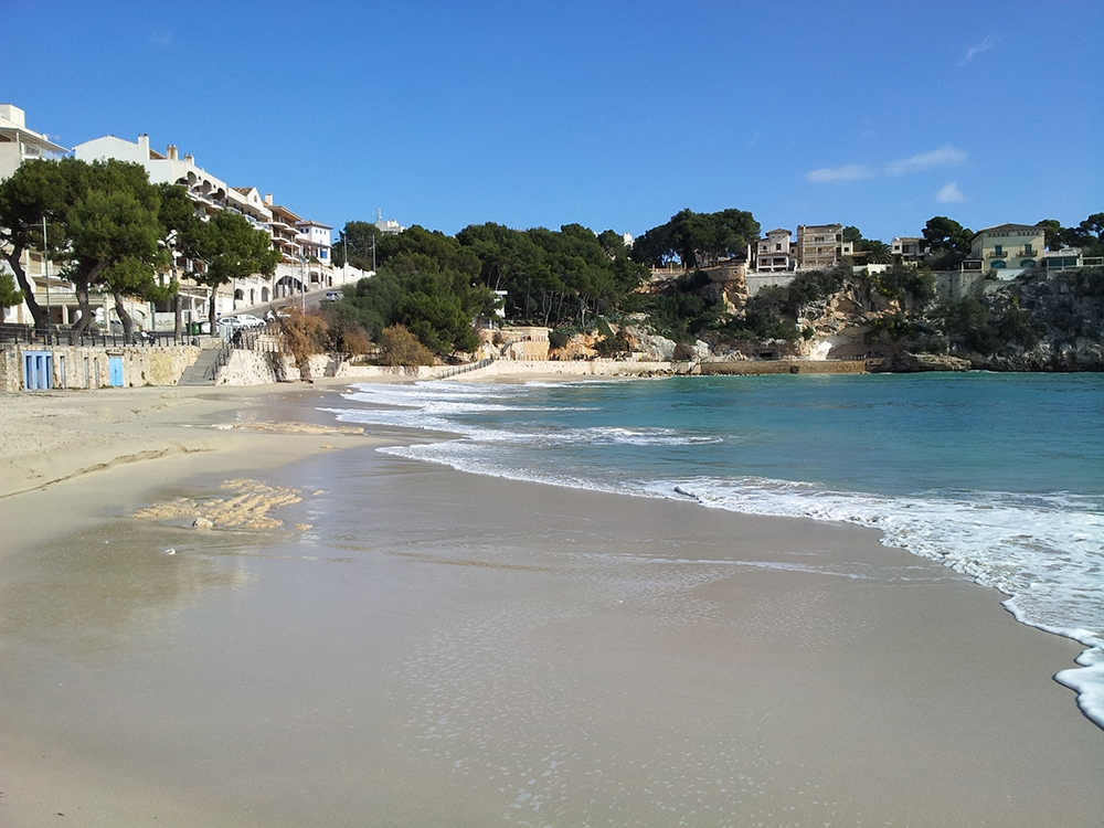 Mallorca-Porto-Cristo-Strand-Mee-Leere-Morgen