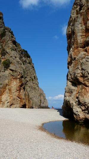 Mallorca-Sa-Calobra-Felsen-Meer-Verlassen-Morgen-300x534