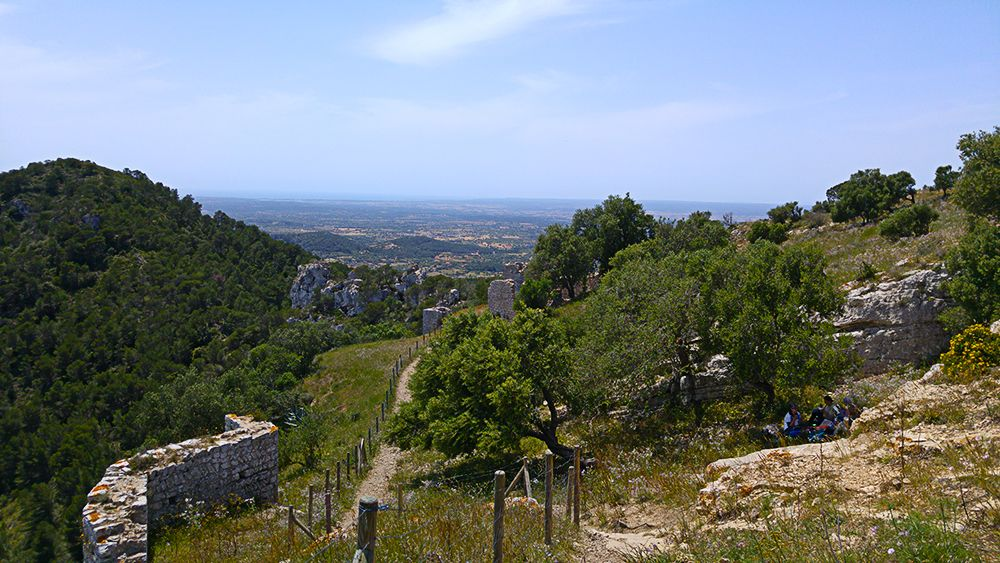 Mallorca-Castell-de-Santueri-Ueberblick-Picknick