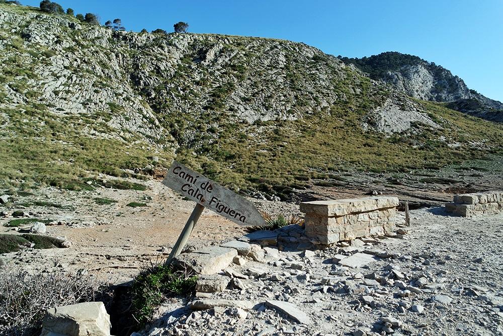Cala-Figuera-Strand-Felsen-Meer-Weg