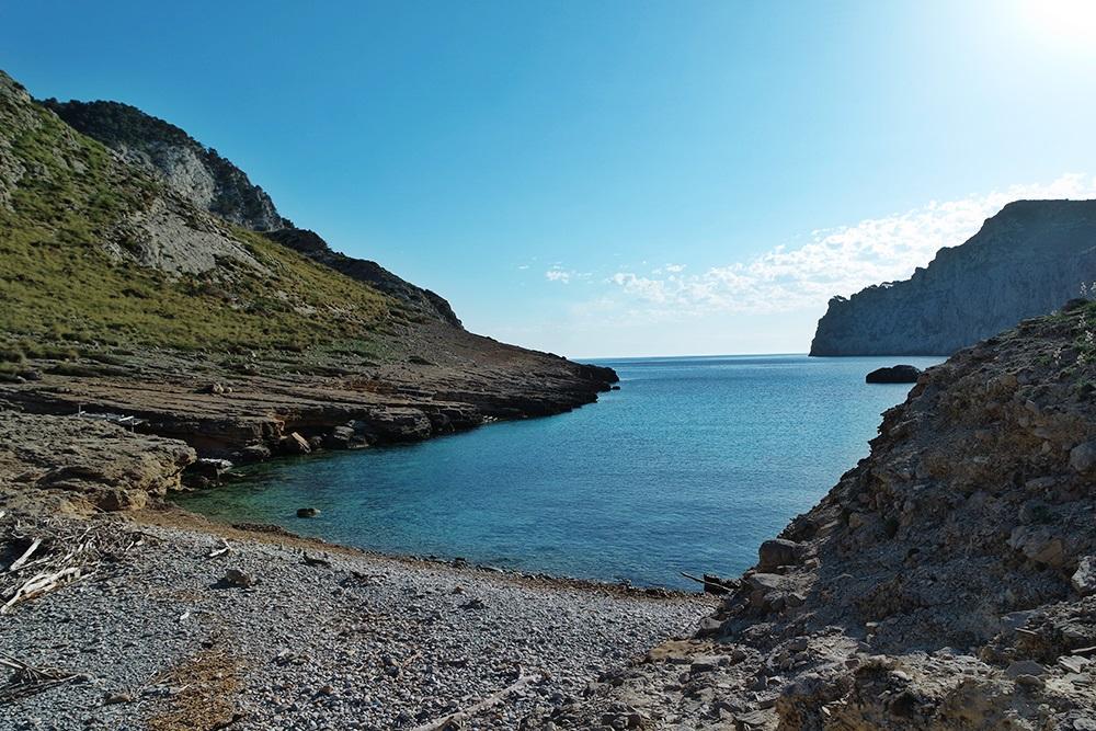 Cala-Figuera-Strand-Felsen-Meer