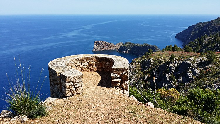 Mallorca-Monestir-de-Miramar-Ausblick-Sa-Foradada-Balkon