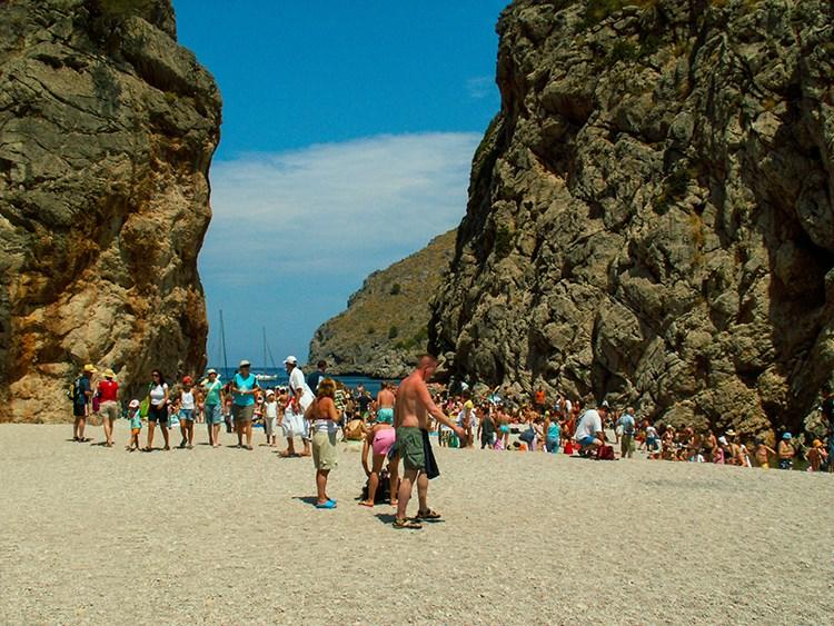 Mallorca-Sa-Calobra-Bucht-Sommer-Touristen