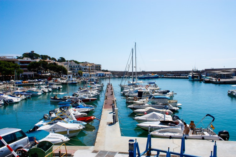 Mallorca-Cala-Ratjada-Hafen-Boote