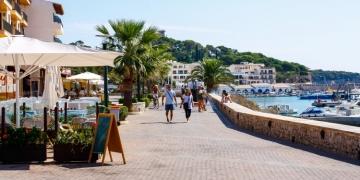 Mallorca-Cala-Ratjada-Promenade-Hafen-360x180
