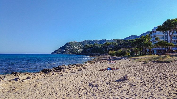 Mallorca-Canyamel-Strand-Ausruhen-Berge