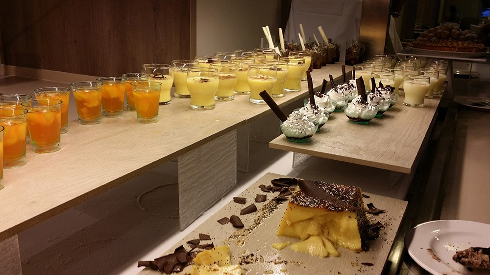 Tonga-Tower-Design-Hotel-Suites-Can-Picafort-Buffet-Nachtisch