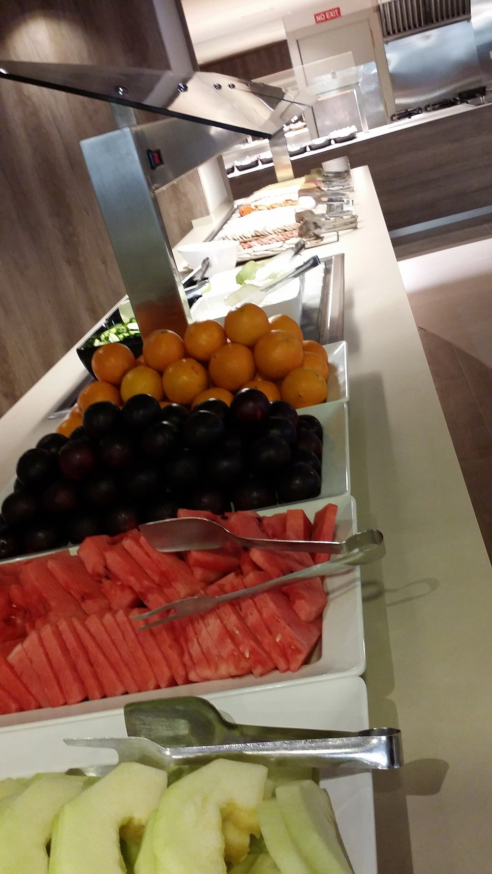 Tonga-Tower-Design-Hotel-Suites-Can-Picafort-Buffet-Obst