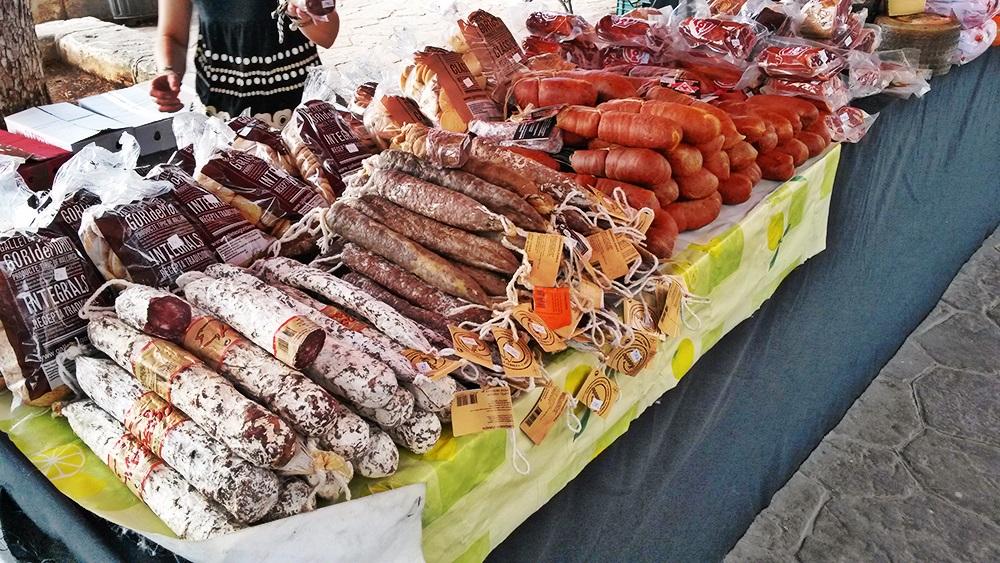 Porto-Cristo-Wochenmarkt-Wurst-Fleisch