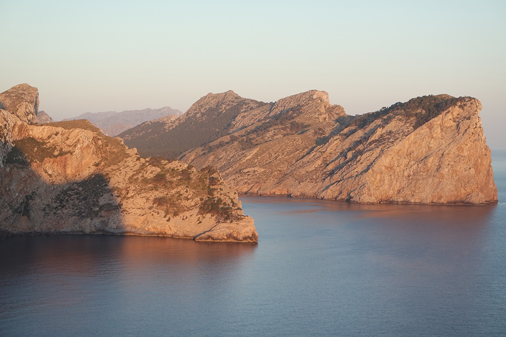 Cap-Formentor-Sonnenaufgang-Meer-Felsen