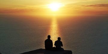 Cap-Formentor-Sonnenaufgang-Meer-Paar-Romantisch-360x180