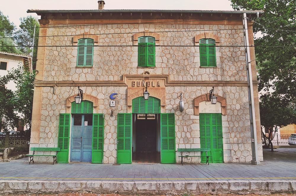 Mallorca-Bunyola-Bahnhof-Gebaeude-2