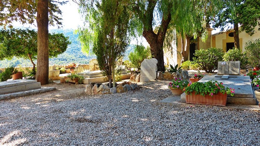 Mallorca-Deia-Friedhof-Graeber