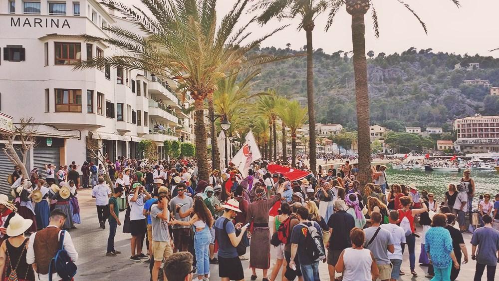 Mallorca-Port-de-Soller-Piratenfest-Menschen