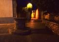 Mallorca-Alcudia-Nacht-Gasse-Brunnen-120x86
