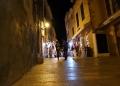Mallorca-Alcudia-Nacht-Touristen-Laden-Souvenirs-120x86