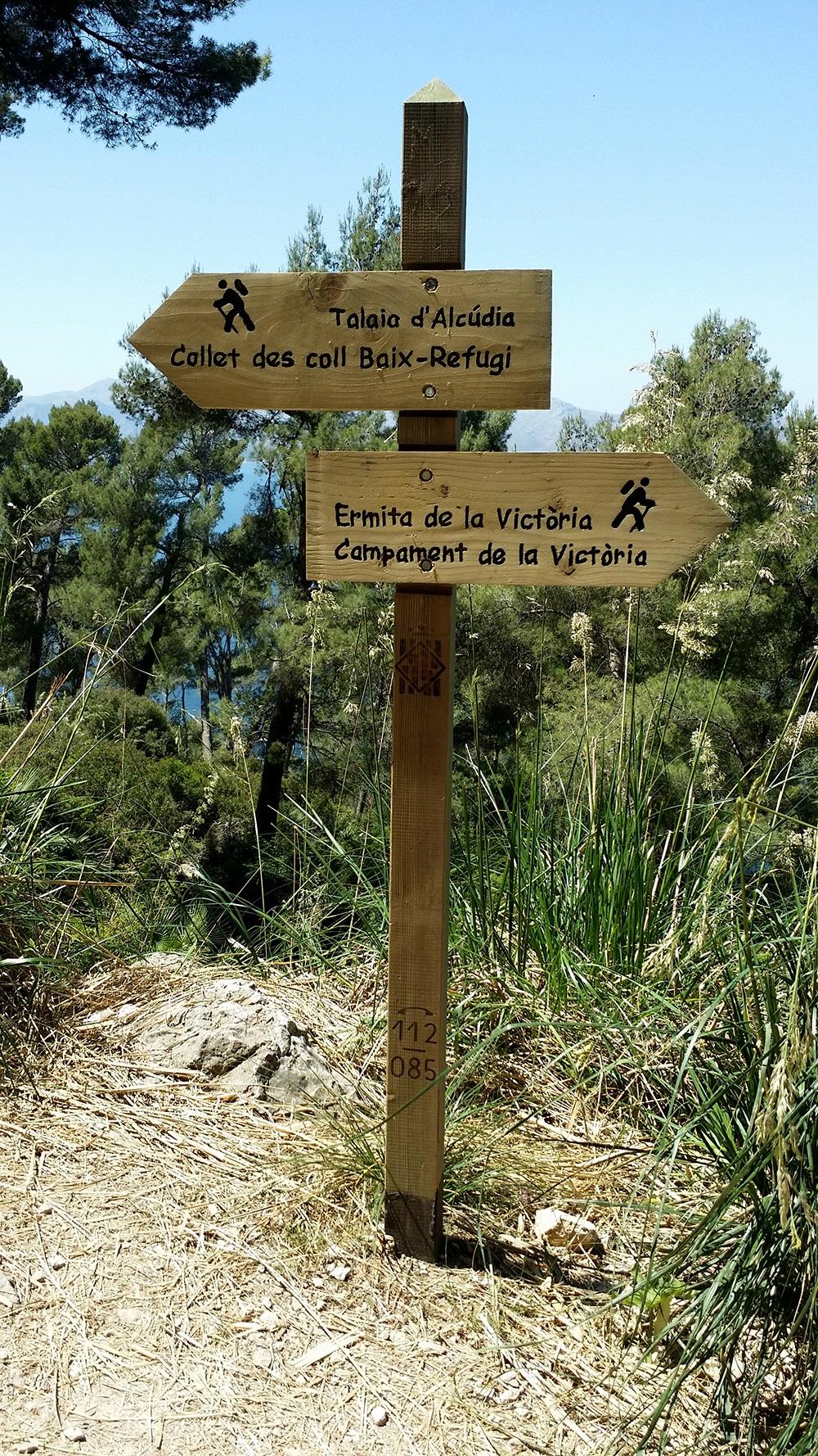 Mallorca-La-Victoria-Wandern-Geocachen-Schilder