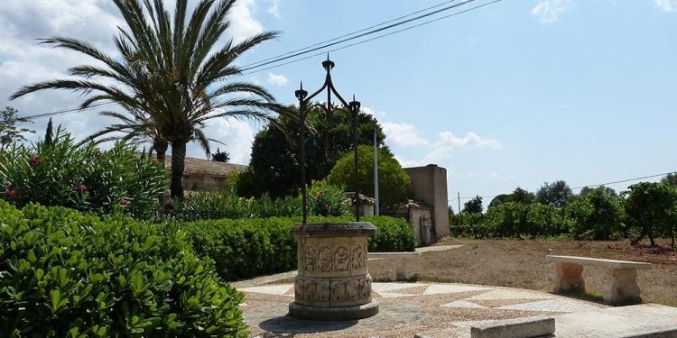 Mallorca-Biniagual-Brunnen-Platz
