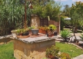 Mallorca-Finca-Petra-Brunnen-Blumen-120x86