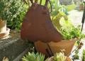 Mallorca-Finca-Petra-Pflanzen-Deko-Maedchen-120x86