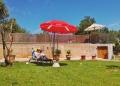 Mallorca-Finca-Petra-Poo-Garten-Lesen-Menschen-120x86