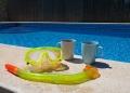 Mallorca-Finca-Petra-Pool-Kaffee-Taucherbrille-Schnorchel-120x86