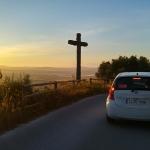 Malloca-Kloster-Bonany-Petra-Sonnenaufgang-Berge-Strasse-Auto-Kreuz