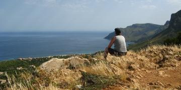 Mallorca-Betlem-Wanderung-Ausblick-Meer-Mann-360x180