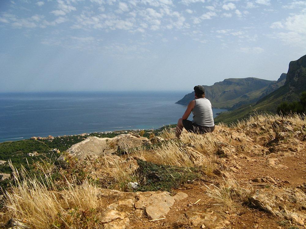 Mallorca-Betlem-Wanderung-Ausblick-Meer-Mann