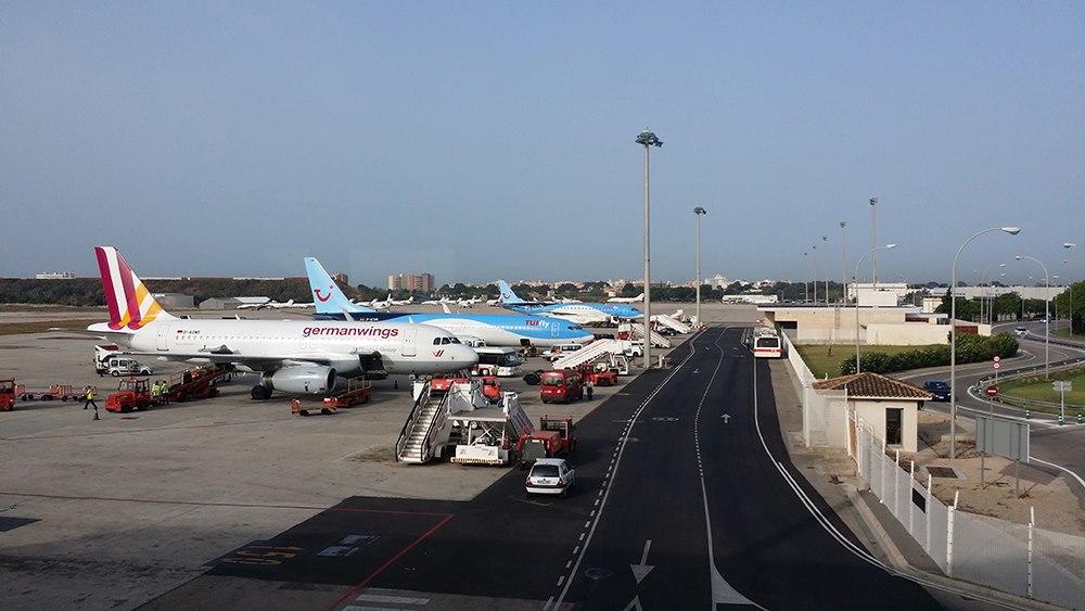 Mallorca-Flughafen-Flugzeuge-Parken