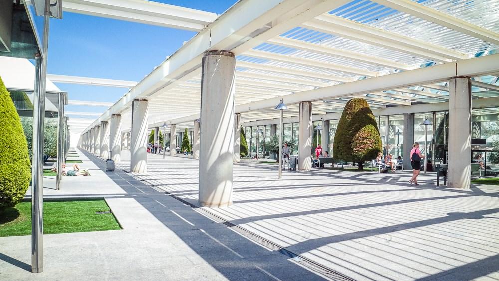 Mallorca-Palma-Flughafen-PMI-Raucherterrasse